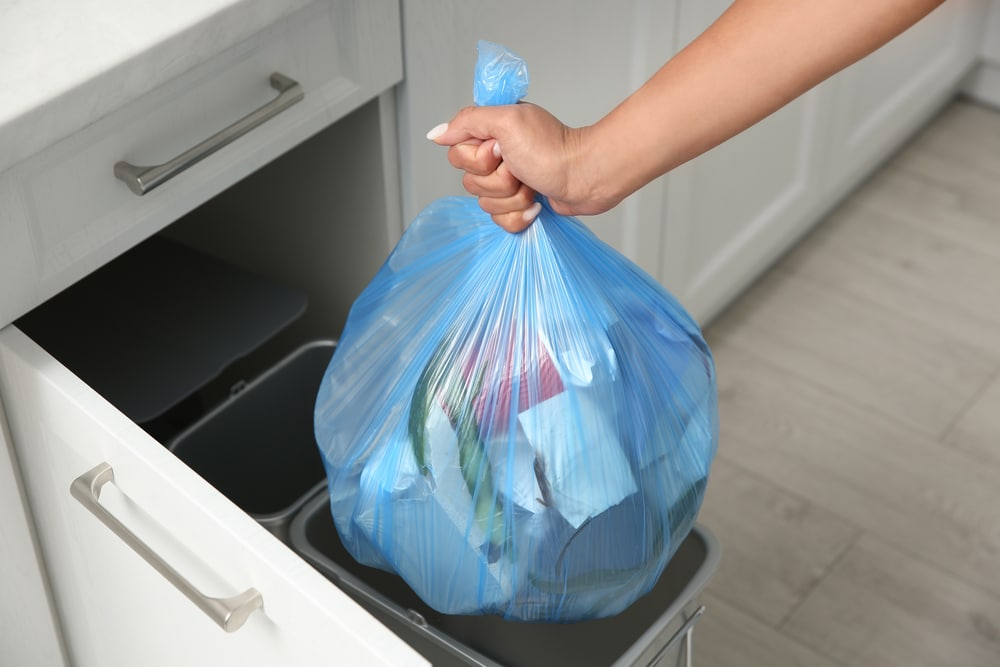 how to stop a kitchen bin from smelling