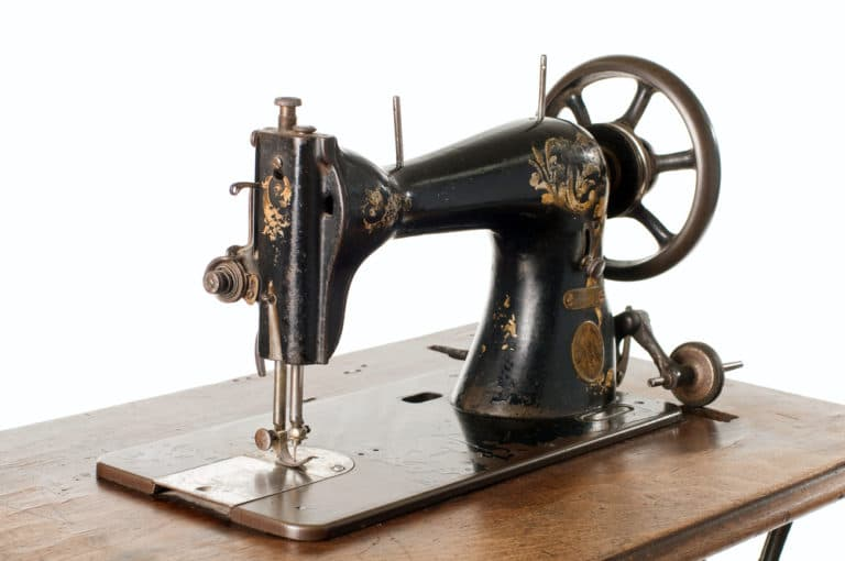 Who Invented the First Sewing Machine